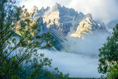 落矶山和雾 库存图片