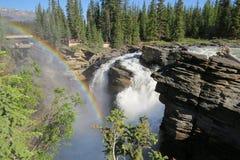 落矶山瀑布彩虹,加拿大 库存图片