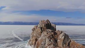 落矶山脉冬天风景鸟瞰图在贝加尔湖的 股票视频