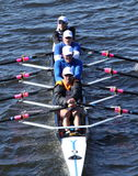 落矶山脉在主任Challenge在查尔斯赛船会头的Quad Men的划船俱乐部种族  库存图片
