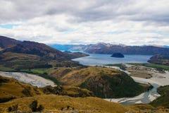 从落矶山脉山顶的看法往瓦纳卡湖,新西兰 库存图片