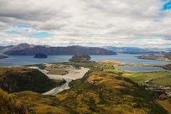 从落矶山脉山顶的看法往瓦纳卡湖,新西兰 图库摄影