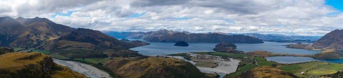 从落矶山脉山顶的看法往瓦纳卡湖,新西兰 库存照片