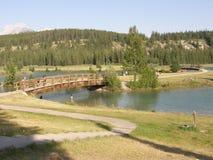 落矶山脉的湖Minnewanka在加拿大 免版税库存照片