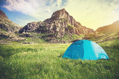落矶山风景和帐篷野营的旅行生活方式概念 库存照片