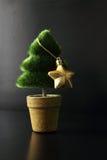 轻落雪结构树 免版税库存图片