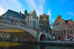 著名中世纪城市跟特的老部分 免版税库存照片