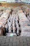 著名中国人秦始皇兵马俑的陈列在羡中国 免版税库存照片