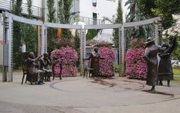 著名五五个雕象在街市卡尔加里 免版税库存图片