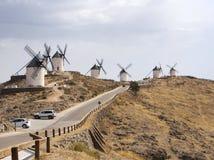 著名传统风车在孔苏埃格拉,托莱多,西班牙 库存照片