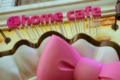 著名佣人café `家咖啡馆`门面在秋叶原,东京,日本 免版税库存照片