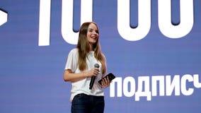 著名俄国博客作者和vlogger Sasha Spilberg 股票录像