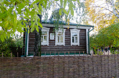 著名俄国诗人谢尔盖・亚历山德罗维奇・叶赛宁当地木村庄房子门面在Esenin出生和的Konstantinovo 库存照片
