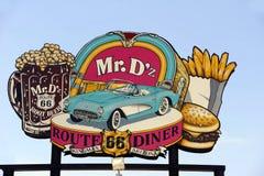 著名先生的标志 D'z路线66吃饭的客人在金曼亚利桑那 库存图片