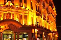 著名南京路的城市轻的夜视图在上海中国 免版税库存照片