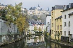 著名卢森堡城市分界线细节在与圣迈克尔大教堂的11月 图库摄影