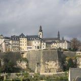 著名卢森堡市天空线细节  库存图片