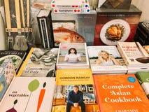 著名厨师食谱书在图书馆书店的待售 库存图片