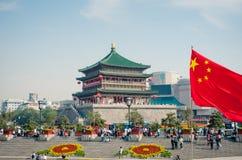 著名古老钟楼在国庆节期间的西安 免版税库存照片
