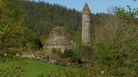 著名古老monasty Glendalough在爱尔兰的威克洛山脉 股票视频