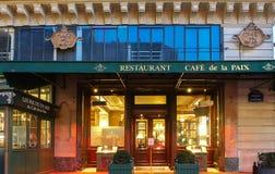 著名咖啡馆de在歌剧院,巴黎,法国附近的la Paix 库存照片