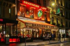 著名啤酒店Lipp在晚上,巴黎,法国 库存照片