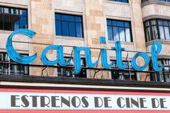 著名国会大厦戏院的光亮标志在马德里 库存图片