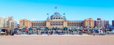 著名圆山大饭店在斯海弗宁恩海滩,海牙,荷兰的Amrath Kurhaus 免版税库存图片