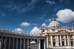 著名圣伯多禄& x27; s在梵蒂冈,城市摆正罗马,意大利的鸟瞰图 库存图片