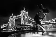 著名塔桥梁在伦敦,英国 库存图片