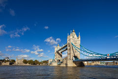 著名塔桥梁在伦敦,英国 免版税库存照片