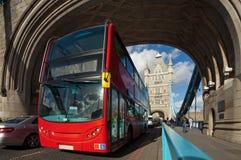著名塔桥梁在伦敦,英国 图库摄影