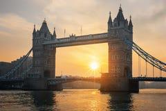 著名塔桥梁看法在日出的 免版税库存照片