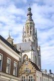 著名大教堂在老市场上在布雷达,荷兰,欧洲 免版税图库摄影