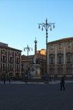 著名大象喷泉从在大教堂广场的18世纪在卡塔尼亚 库存照片
