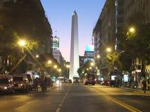 著名大道在布宜诺斯艾利斯 免版税库存照片