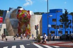 著名小狗花sclupture在毕尔巴鄂,西班牙 库存图片