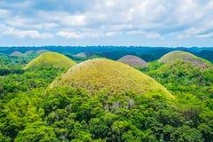 著名巧克力小山自然地标在菲律宾 免版税库存图片