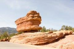 著名平衡的岩石在神的庭院,科罗拉多斯普林斯,科罗拉多,美国里 免版税库存图片