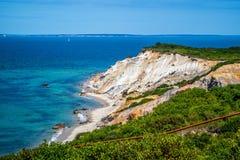 著名快乐顶头峭壁在鳕鱼角马萨葡萄园岛,马萨诸塞 免版税图库摄影