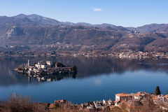 著名意大利湖横向orta 库存照片