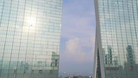 著名旅馆的顶视图在新加坡 射击 小游艇船坞海湾沙子是一个最著名的豪华旅馆在新加坡 股票视频