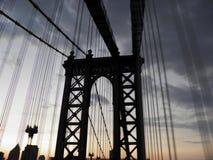 著名桥梁在blured树荫下 图库摄影