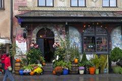著名波兰餐馆U Fukiera的正门在Stary Rynek在华沙 库存图片