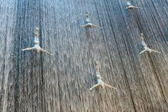 著名瀑布在迪拜Malll阿拉伯联合酋长国 免版税图库摄影