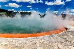 著名热量湖香槟池在Wai-O-Tapu thermanl妙境在新西兰 免版税库存照片