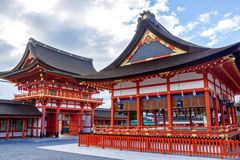 著名狐狸fushimi inari日本kitsune京都信使专区神道圣地雕象taisha 著名 免版税库存照片