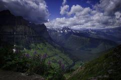 著名生产线上限足迹在冰川国家公园 库存照片