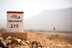 著名白色和红色路标,摩洛哥 免版税库存图片