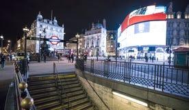 著名皮卡迪利广场在夜伦敦,英国-英国- 2016年2月22日之前 库存照片